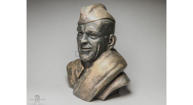 Бюст «Советский солдат в пилотке»